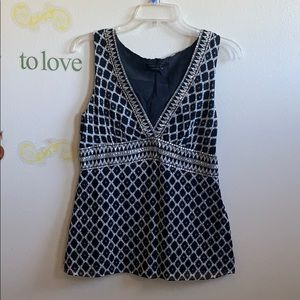 BCBG maxazria Black & white blouse w/sequins Sze M